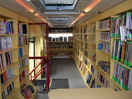 bibliobus-universite-populaire-jurassienne-saulcy-jura-suisse-1