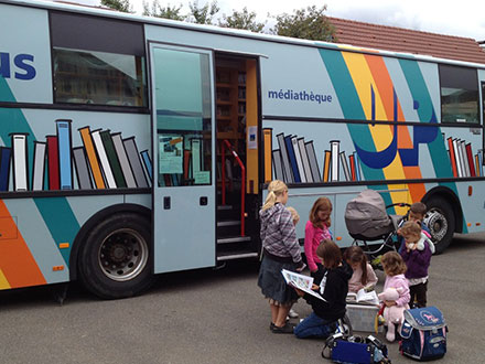 bibliobus-universite-populaire-jurassienne-saulcy-jura-suisse-2
