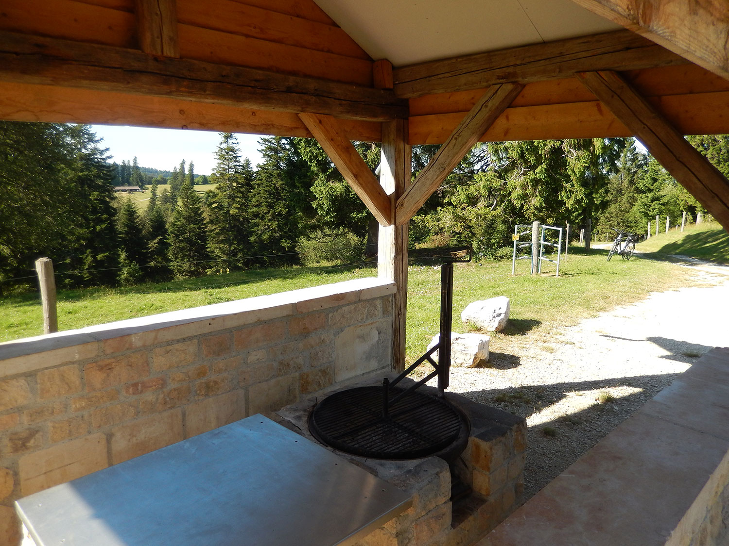 cabane-forestiere-saulcy-jura-suisse-3