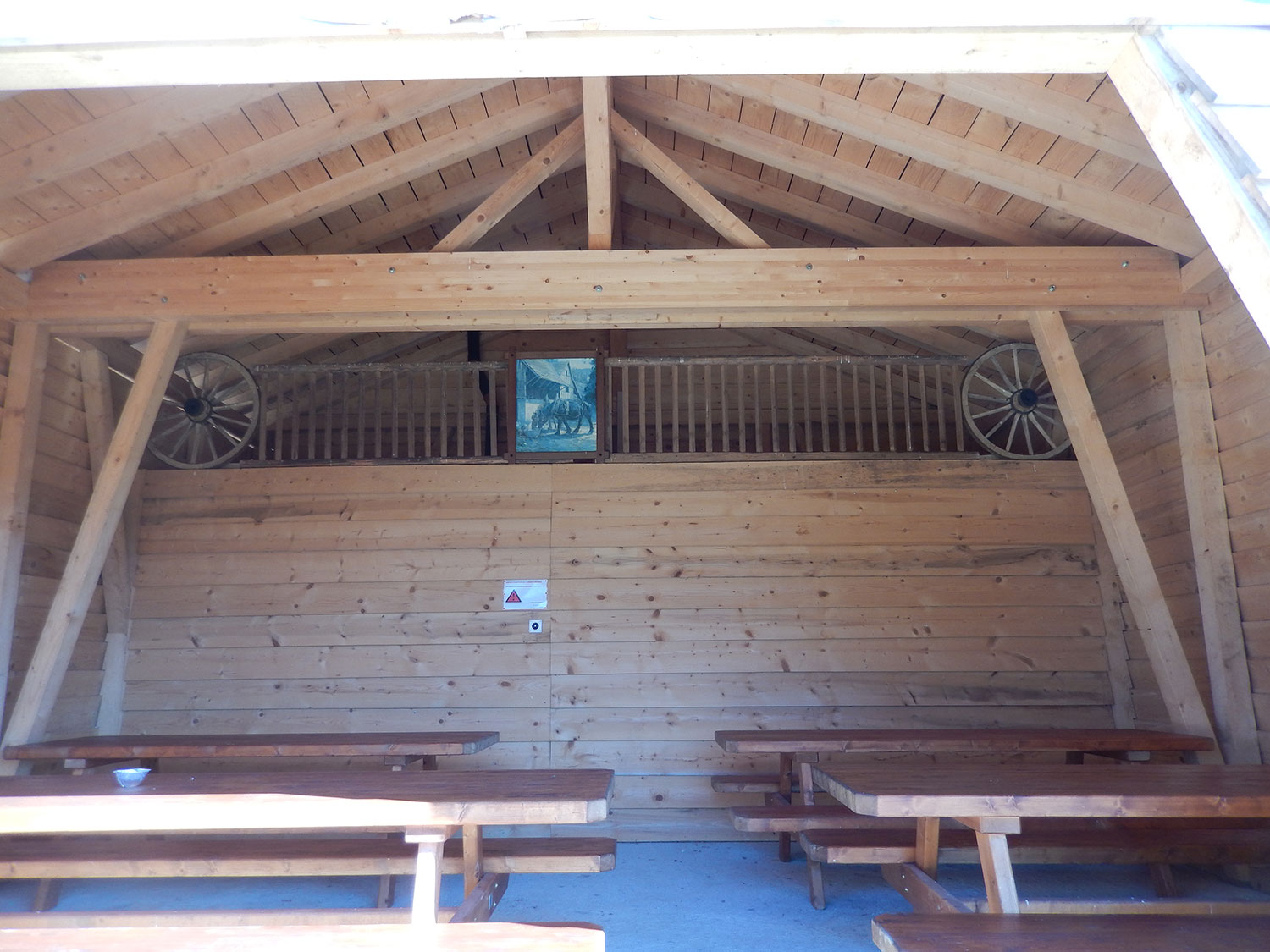 cabane-forestiere-saulcy-jura-suisse-4