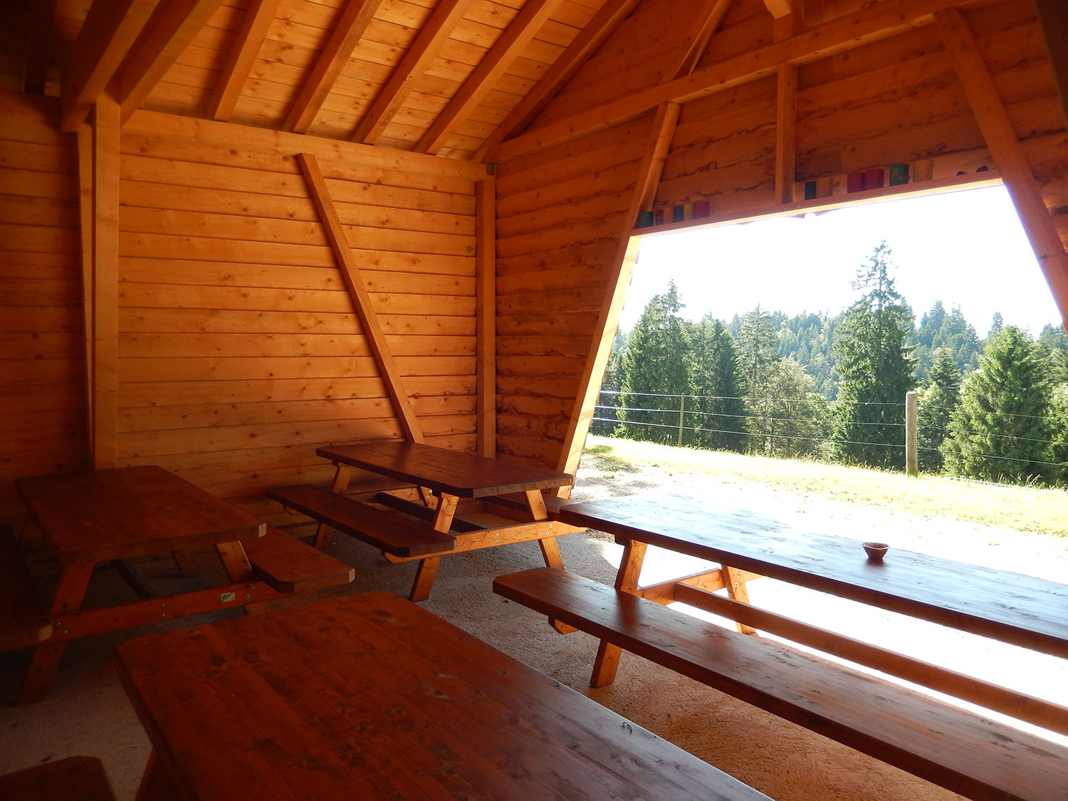 cabane-forestiere-saulcy-jura-suisse-5
