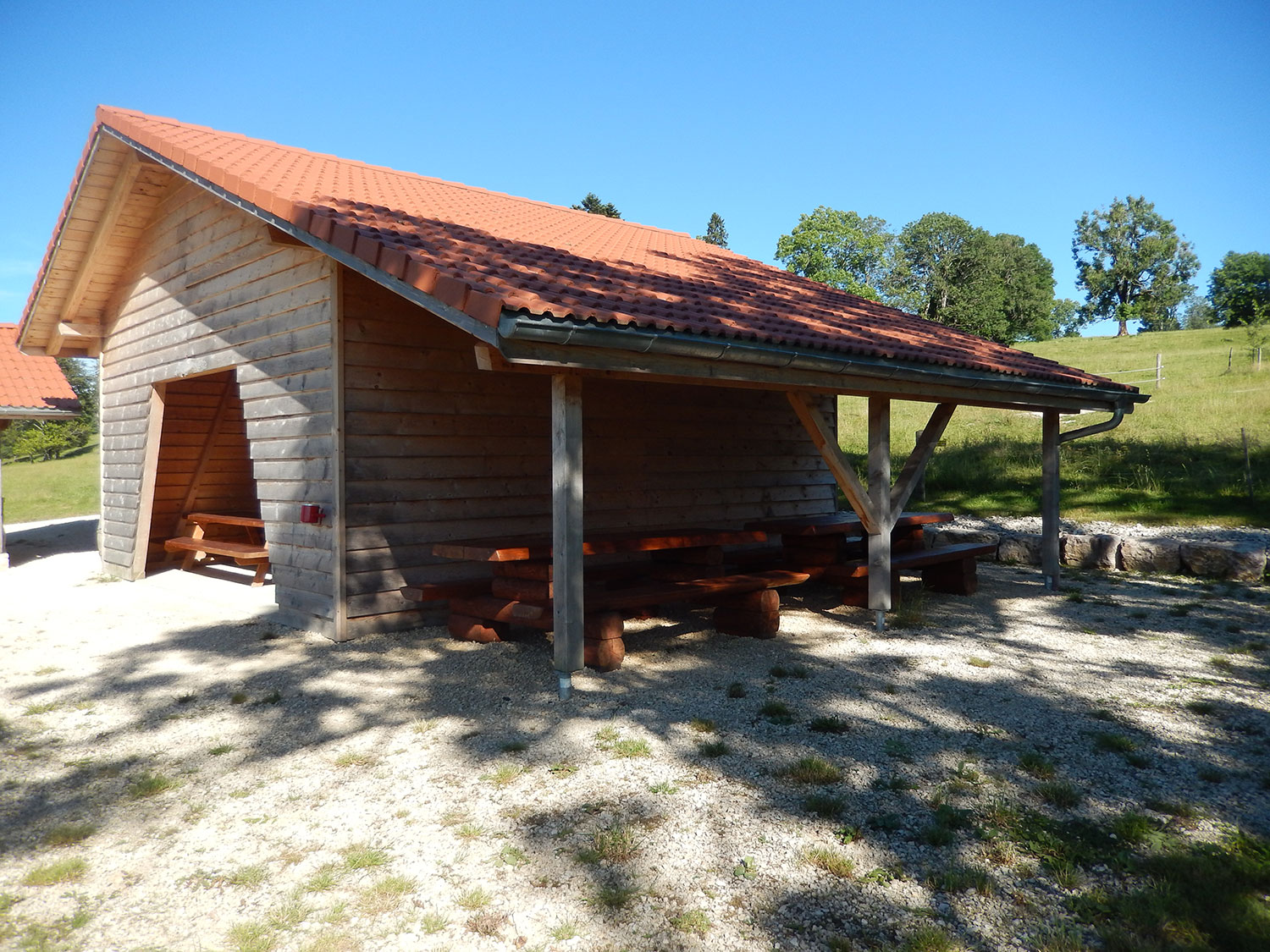 cabane-forestiere-saulcy-jura-suisse-6